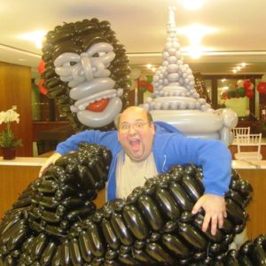 robbie-furman-twisticology-king-kong-empire-state-building-new-york-city-balloon-artist
